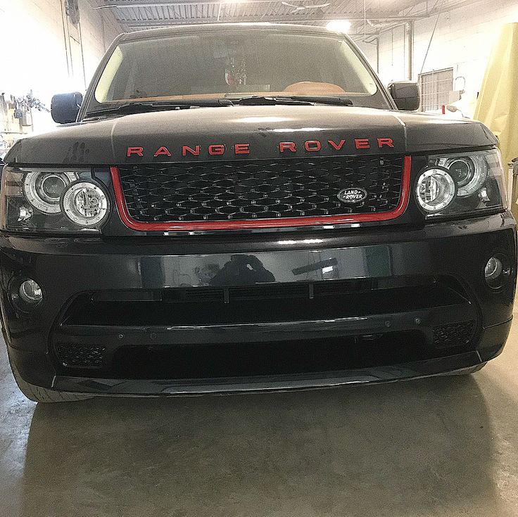 Mr Range Rover Pay attention to details . . #montrealautos #mtlcars #rangerover #autobiography #modified #modification #red #black #paint #edit #mtlgarage #mechanic #garage #alliance #montreal #car #auto