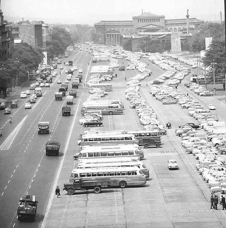 1968-ban készült felvétel a Felvonulási térről.