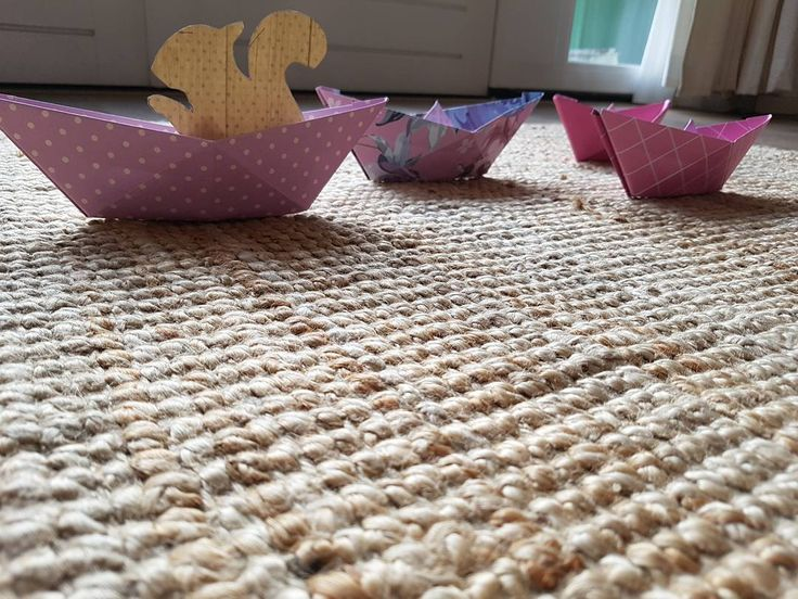 Eekhoorn in een bootje  #vouwen #gastouder #nanny #paperfolding #boot #boat #origami #papier #papers #papierliebe