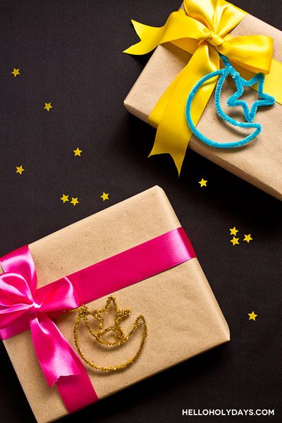 Exchanging gifts for Eid? Dress them up with the symbol of Islam: a crescent moon and star. These pipe cleaner gift toppers are an easy craft – even kids can make them (but be sure they watch out for the sharp edges of the pipe cleaner.) For a touch of sparkle, use tinsel pipe cleaners …