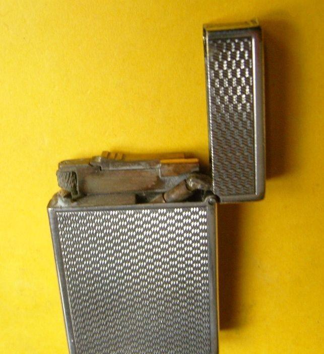 Ancien briquet DUPONT essence argenté - Fuel lighter - feuerzeug - 1941/1942 - Early mechanism with visible piston -
