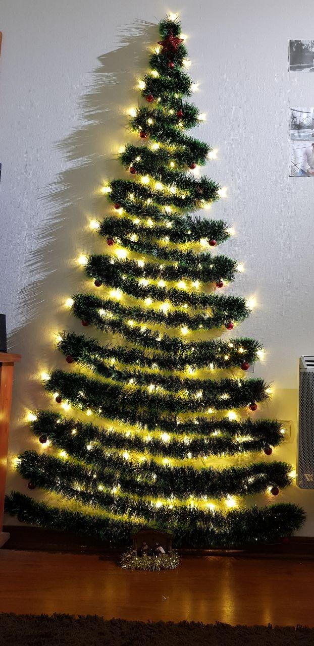 Pin By Valeria Mendez On árbol De Navidad En La Pared Wall Christmas Tree Easy Christmas Decorations Christmas Tree Decorations