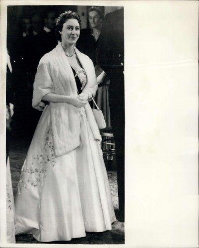 Принцесса Маргарет с тиарой на Королевской оперы в 1955 году.