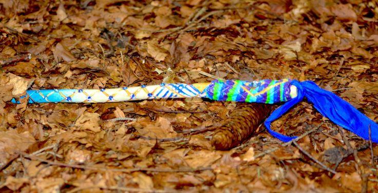 blue Flower of life blue magic wand Zauberstock, uv licht leuchtend, handgeschnitzt,Magier, Rituale Naturholz,blauer Kristall, Fairy, Forres von MoONAmasteWithLove auf Etsy https://www.etsy.com/de/listing/461197314/blue-flower-of-life-blue-magic-wand