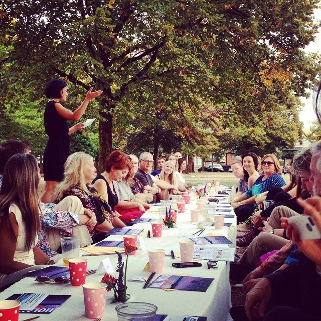 #LongTableDinner in #VictoriaPark in support of #HollyhockForever. @akikaltenbach shares what's awesome about @hollyhocklife and whets our appetite describing our 3 course meal, featuring locally grown food from @solefoodfarms and creative plates thanks to @letscookingbook @biota.fermentation @heritagecanadianbakery @chef_brad_h @chefjameskidd @mikuniwildharvest.