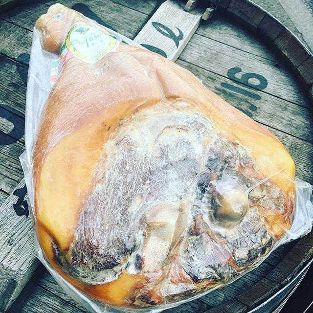 生ハム原木入荷いたしましたー✨🤤スパークリング、ワインなどにとても合います🤤みなさまのお越しをスタッフ一同心よりお待ちしております✨#ピザ#パスタ#シャンパン#スパークリングワイン#ワイン#モヒート#肉#魚#イタリアンバル#泡バル#イタリアン#pizza#pasta#shanpagne #sparkling #wine#italianfood #italianbar #恵比寿#ガーデン#渋谷区恵比寿南1-23-8