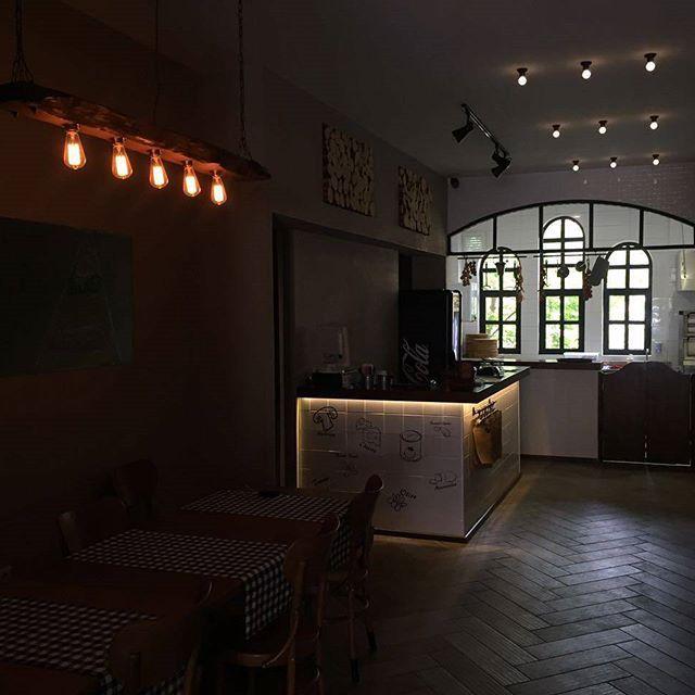 Double Zero Pizza #cafedekorasyonu #cafeaydinlatma #lightingdesign #lighting #aydinlatma #cafe #bardekorasyonu #bardesign #dekoratifaydinlatma #dekoratiflamba