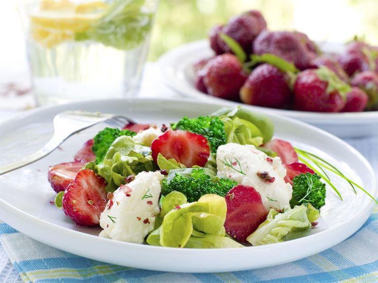 Przepis na sałatkę z truskawkami i brokułami   WINIARY