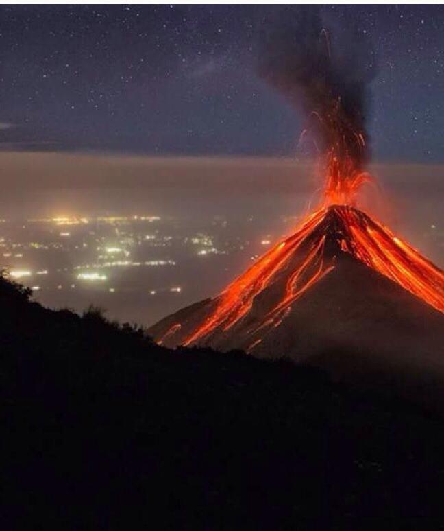 Volcán de Fuego en erupción, Feb 2015 (Foto de Julio Rodríguez)