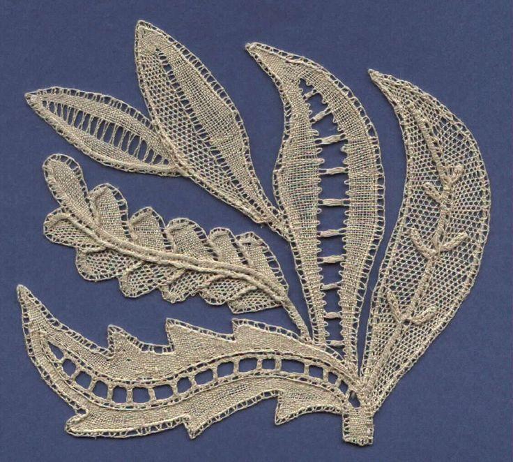 design by Elsie Luxton, made by Lorelei Halley - lynxlacelady