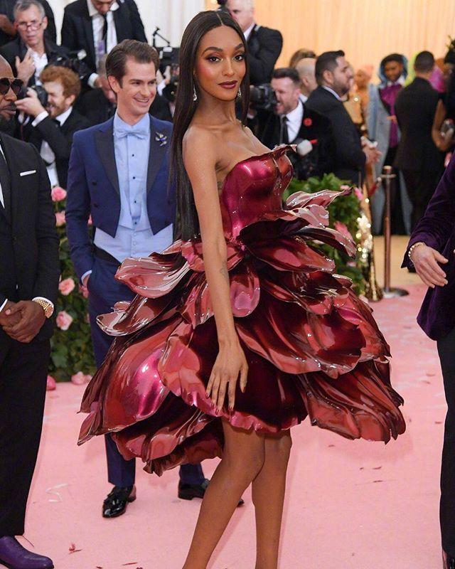 Jourdan Dunn In Zac Posen Red Metallic Rose Petal Dress Met Gala 2019 Rose Petal Dress Fashion Met Gala