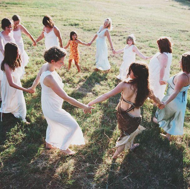 #sacredwomen #collectiveofwomen#motherdaughtersister #allsisters #enjoythekiss#tribedemama
