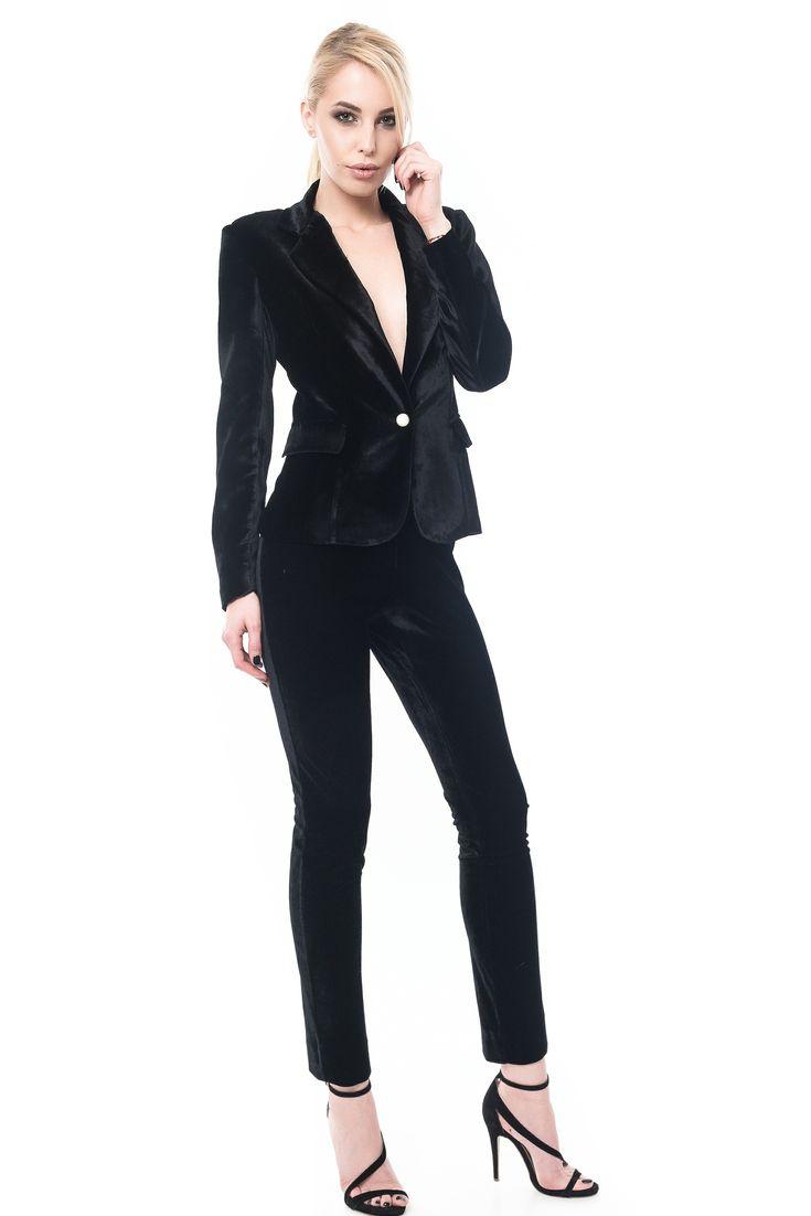 black velvet jacket sacou din catifea neagra SACOU NEGRU DIN CATIFEA DIN MATASE NATURALA, CAPTUSIT  Sursa: http://maruca.ro/Sacou-negru-din-catifea-matase-naturala-captusit-w10389 Copyright © Maruca.ro