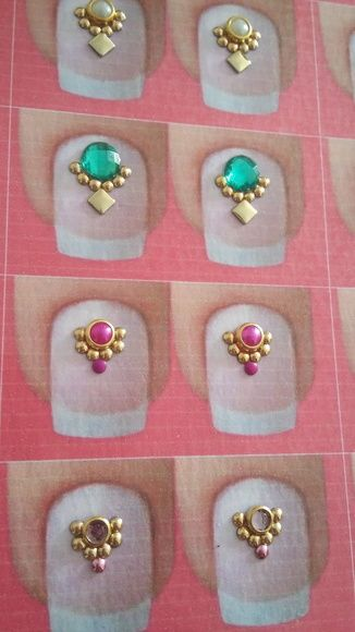 Kit contendo 50 cartelas de joias de unha  Cada cartela contém 1 par