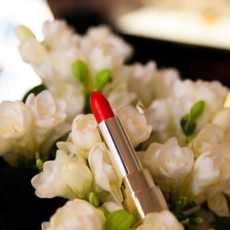 The freshness of white flowers is highlighted by fiery red lipstick. #DGBeauty