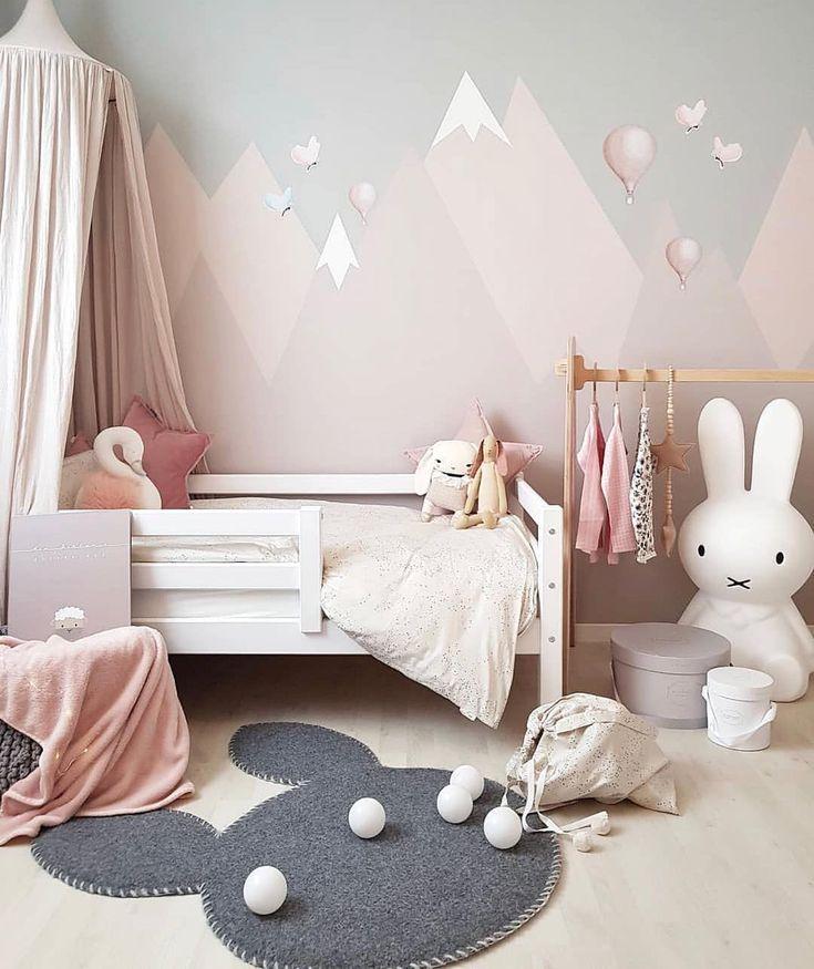 Comme elle est jolie la chambre de cette petite fille par @ carinas_385 👈🏻 Love the grey, …  – déco chambre