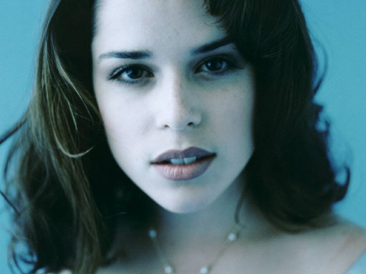 Neve Campbell has a magnificent screen presence. One of the most underrated actresses we have. Hollywood's ridiculous for not mining her potential.