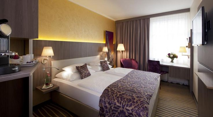 Mercure Wien Zentrum Vienna Located right in the heart of Vienna's historic centre, the Mercure Wien Zentrum is only a 5-minute walk away from Saint Stephen's Cathedral. Free Wi-Fi is available in the entire hotel.