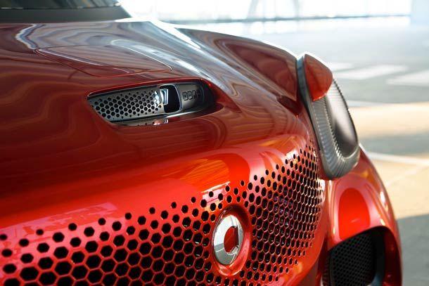 Une voiture SMART ForStars avec vidéo projecteur intégré pour transformer tous les murs en cinéma |