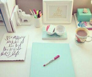 book, desk, and room-bild