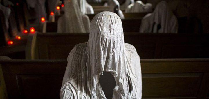 Самая страшная церковь в мире (ФОТО... http://uinp.info/important_news/samaya_strashnaya_cerkov_v_mire_foto_16  Вы проходите внутрь и видите призраков — белые, мерцающие в полутьме костела фигуры, которые заполнили все пространство от входа до алтаря.Они сидят на скамьях, возвышаются в проходе и у самых стен, стоят близ кафедры, и вместо лиц на вас взирают черные бездонные дыры.В церкви стоит звенящая тишина, но она кажется громче звуков самого мощного взрыва.Построенная в 1352 году, церковь…