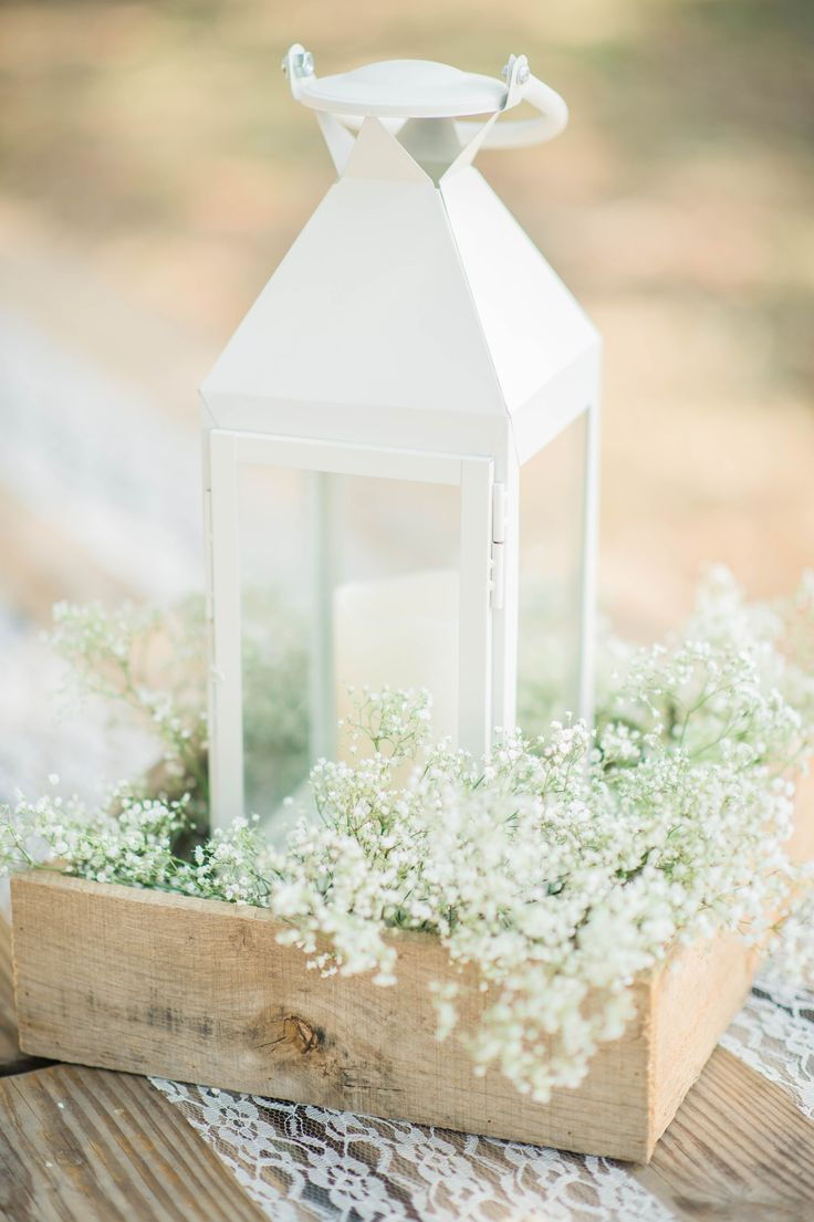 Lantern & Baby's Breath Centerpiece #outdoorwedding #candacerheaphotography