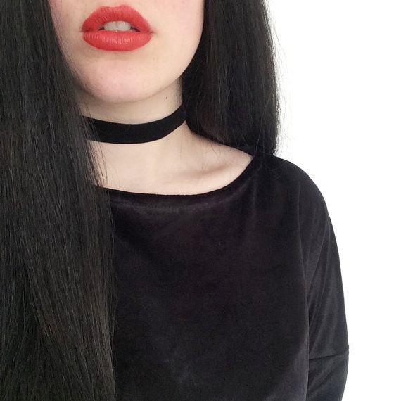 90er Samt Choker breit 2cm Schwarz Halsband von ShemonsterVintage