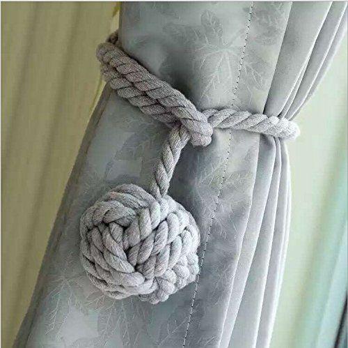 Un par de abrazaderas de cortinas artesanales con diseño de una bola de nudos al final del cordón  #abrazaderas #cortinas #artesanales #diseño #bola #nudos #final #cordón