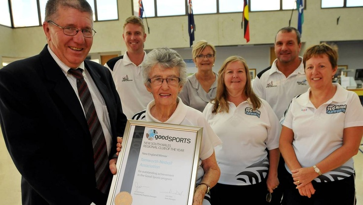 Congratulations to Tamworth Netball Association who was awarded the 2012 New England Good Sports Club of the Year at the recent Good Sports awards. Tamworth Mayor Col Murray presents Tamworth Netball Association president Dot Lockwood with the award.