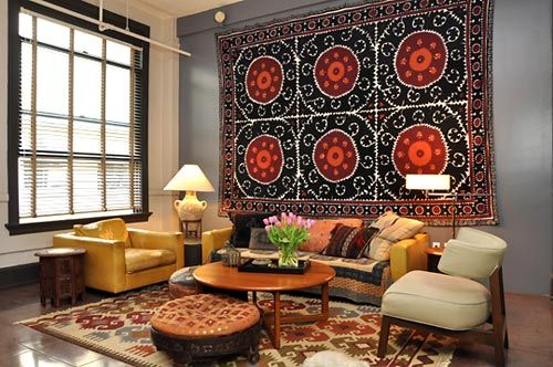 Use um tapete marroquino ou persa como painel de parede