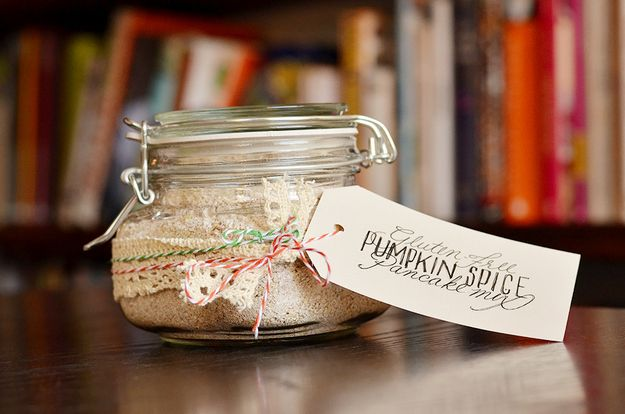 How To Make A Gluten-Free Pumpkin Pancake Kit To Give As A Gift: Pumpkin Spices, Spices Pancakes, Gifts Ideas, Pumpkin Pancakes, Gluten Free Pumpkin, Diy Gifts, Gluten Fre Pumpkin, Pancakes Kits, Pancakes Mixed