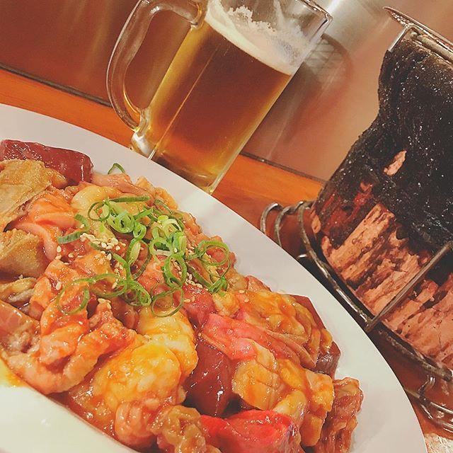 * #ホルモン 🍺 * ✔️安定の#一人焼肉 😋 ✔️そして今思い出した…明日、歯医者😂 ✔️帰りにローソンで🍎買って食べなあかん🙊 * #dinner #ディナー #晩ごはん #夕食 #gourmet #グルメ #beer #ビール #焼肉 #プップギ 入れてくれてる~♡ #七輪#デロデロ #肉#お肉#肉食#肉奉行#お肉大好き ✔️色んな人に疑われとるけどホンマにいつも1人😹 * #japan #osaka #大阪 #ミナミ #難波 #I❤︎