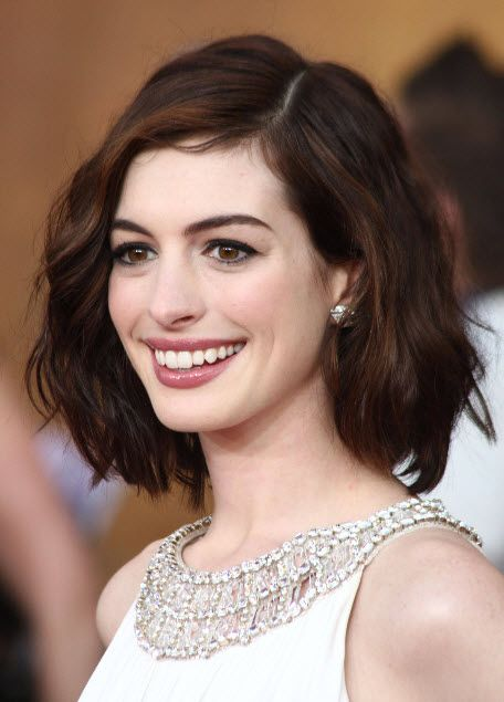 anne hathaway bob | Anne Hathaway with curly long bob hairstyle