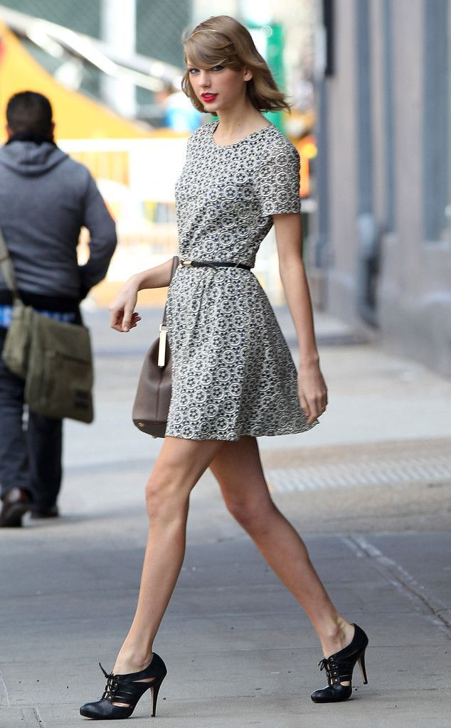 Taylor Swift Street Style | Circlelensdiary.com | Authentic Korea Circle Lens. Online Circle Lens Store.