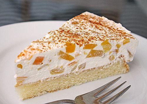 Pfirsich-Schmand-Kuchen                                                                                                                                      Ich hab allerdings beim Belag den Joghurt und ein Päckchen Sahnesteif weggelassen dafür n bisschen Zucker dazu.