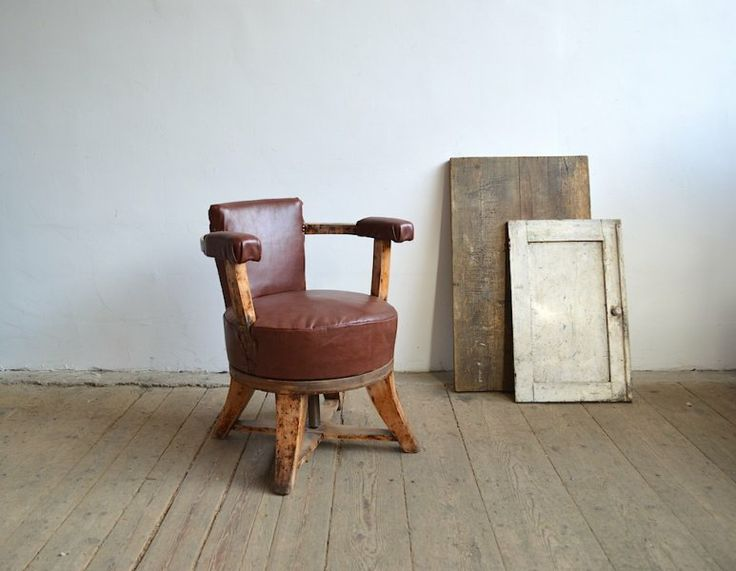 Barber's chair upholstered with leather | artKRAFT - Furniture and Design