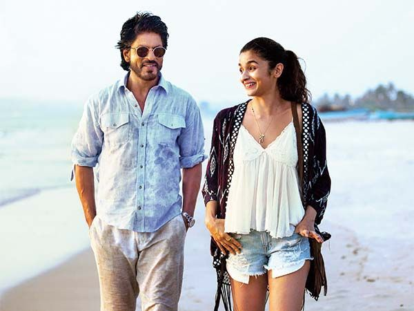 There was something in the teaser of Alia Bhatt and Shah Rukh Khan starrer 'Dear Zindagi', that you might have skipped. Click to know what.