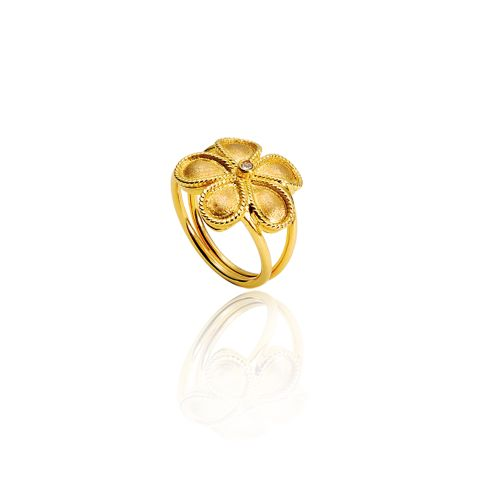 Daisy ring in 18KT yellow gold with diamond.