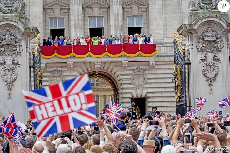 Mike Tindall, Zara Phillips, la princesse Anne, Camilla Parker Bowles, duchesse de Cornouailles, le prince Charles, Kate Catherine Middleton, duchesse de Cambridge, la princesse Charlotte, le prince George, le prince William, la reine Elisabeth II d'Angleterre, le prince Philip, duc d'Edimbourg, la comtesse Sophie de Wessex, le prince Andrew, duc d'York, Lady Louise Windsor, James Mountbatten-Windsor, la princesse Eugenie d'York, le duc Edward de Kent, Katharine Worsley, le prince Michael…