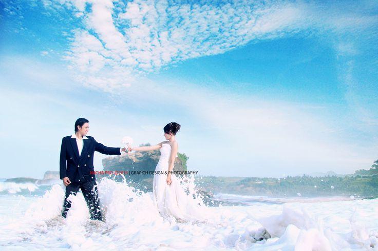 prewedd in klayar beach, check our fb : nacha pro  #prewedding #gown #white #beach #indonesia