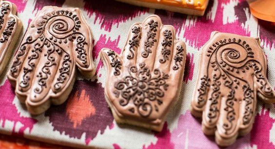 Before we share our list with you to coo over, let's set some expectations. We know, you want your mehendi night to be Instagramable. You want it to inspire