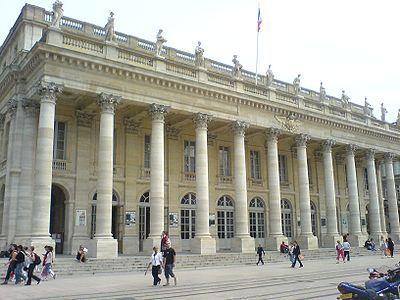 Le Grand Théâtre de Bordeaux, commandé par le maréchal de Richelieu, gouverneur de Guyenne, et édifié par l'architecte Victor Louis, a été inauguré le 7 avril 1780.