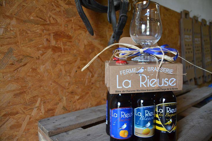 La Brasserie La Rieuse propose un coffret cadeau de 6 bouteilles panachées. Faites votre choix et Arnaud vous prépare tout ça dans un emballage spécial Noël! Vous avez également la possibilité d'y ajouter 2 verres à bière... Tout ça à partir de 18€!
