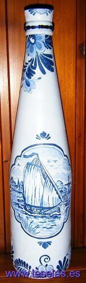 Botella de cristal en decoupage con servilleta y abalorios de bisutería Teselas mosaicos|Venta manualidades|Mosaicos romanos|Teselas de vídrio|Comprar marcos de fotos