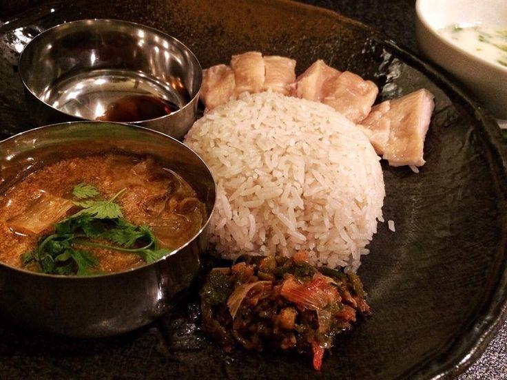 こんにちは フジヤマカオマンガイ 低温調理されたチキンが美人で美味しかった 出汁で炊かれたジャスミンライスがよく合ってました タイの高級米はジャスミンライス インドの高級米はバスマティライス 長細い形は似てますが味や食感は全く違ってますよ ジャスミンライスは日本米とバスマティライスの間くらいの食感です 今日も美味しいカレーをごちそうさまでした by h.r.k.823