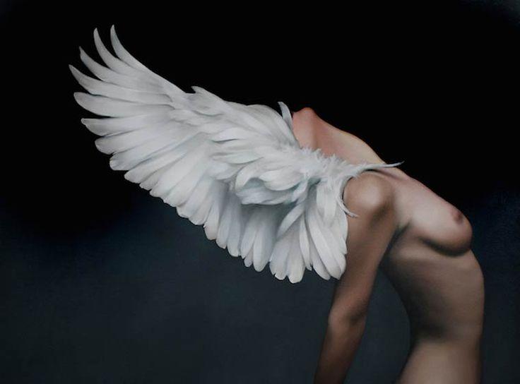 Une sélection des peintures de l'artiste anglaiseAmy Judd, basée à Londres, qui mêle des corps de femmes avec desoiseaux et des plumes, mais aussi d'aut