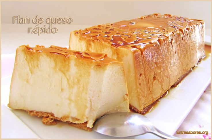 Flan de queso rápido  INGREDIENTES:  500 g. nata.  250 g. queso cremoso (tipo Philadelphia).  130 g. azúcar.  200 ml. leche.  2 sobres de preparado para cuajada.  Caramelo líquido.  Galletas.