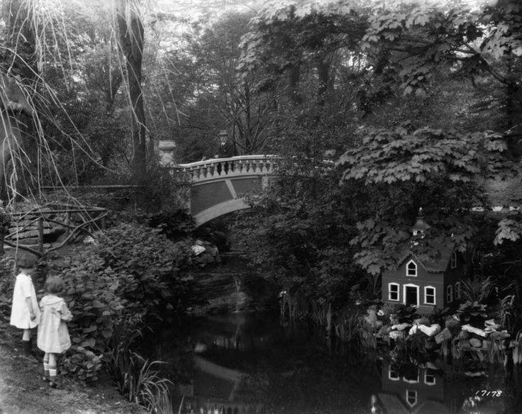 Jardins publics d'Halifax  Source : http://collectionscanada.gc.ca/pam_archives/index.php?fuseaction=genitem.displayItem&lang=fre&rec_nbr=3517946&rec_nbr_list=3029288,2266236,4301920,3305598,3517946,3517566