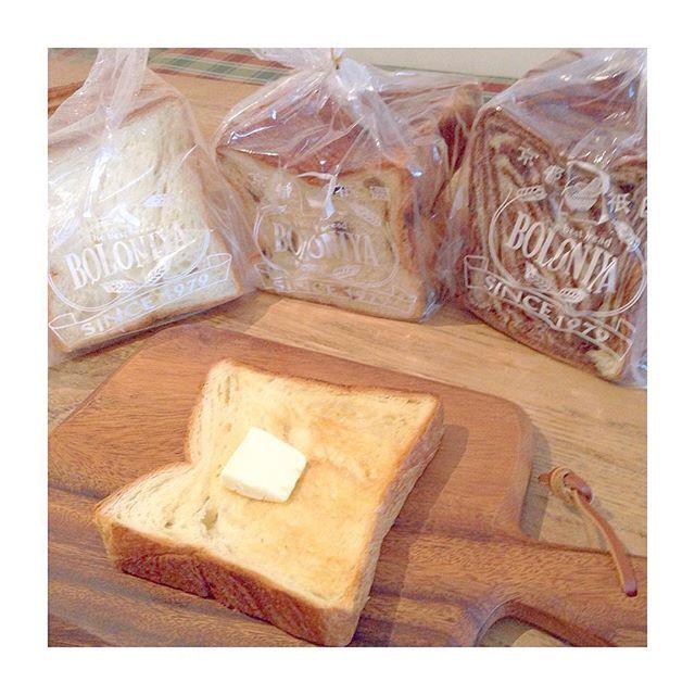 2016/07/15 16:53:22 pyoonko . 仲良くしてもらってる @mikoron11 さんが教えてくれたボロニヤのデニッシュ♡ 祇園からお取り寄せしてみました꒰#'ω`#꒱੭ . お試し購入の送料無料の三種類セット! . トーストして食べたけど柔らかくてバターの風味も良くてすごく美味しい♡ . 3時のおやつに食べたけどもう一枚食べたい。 . ほとんど家にいるからこーゆーお取り寄せが出来るものってありがたいなぁʕ•͡દ•ʔ❥ . #ボロニヤ#デニッシュ#お取り寄せ#京都祇園#boloniya#bread#バルミューダ#本領発揮#外サク中フワ