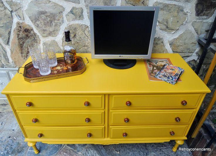 Un aparador muy chic http://retroyconencanto.blogspot.com.es/2014/11/aparador-amarillo-vintage-decoracion-interiorismo.html